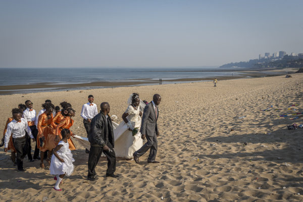 Maputo's beach is a meeting point where BBQs are organized and weddings celebrated.
