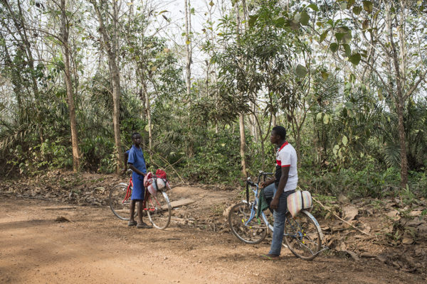 Two children caming back home in Tutuka village after school.