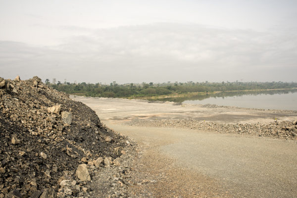 Landscapes with stone waste resulting from mining activities. The most important impact of this activity occurs over the course of the river Subi, altering its course and causing disruption in the supply of water in surrounding communities