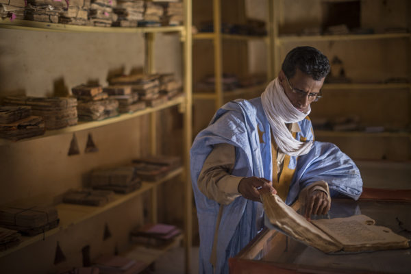 Ahmed Saleh looking at  one of the manuscripts of the library founded by Ahmed Ould Mhamed Moulaye Cherif in Chinguetti the mid-nineteenth century. This wise Ouadane born in 1815 who later emigrated with his family to Chinguetti devoted much of his life to gather the family heritage and to acquire old volumes.