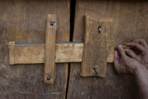 Lock wooden door of Ahmed Mahmoud library. The 500 manuscripts that are kept inside suffer varying degrees of deterioration over time and many are not complete. Another problem is the theft or disappearance of volumes, which can end up in the black market sale of manuscripts.