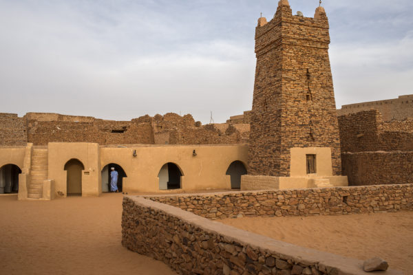 Chinguetti Mosque, symbol of the city and all Mauritania. The building was built between the thirteenth and fourteenth century and was restored in 1970. The minaret is the original and was built in square tower unadorned, in the style of Malikite Islam.The Friday Mosque of Chinguetti, an ancient structure of dry-stone construction, featuring a square minaret capped with five ostrich egg finials